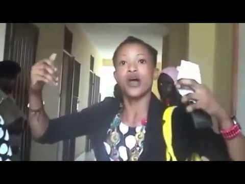 AFUMANIWA AKIFANYA MAPENZI NA MBWA MAMA AOMBA TARAKA thumbnail