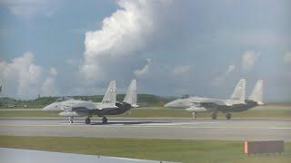 沖縄那覇空港でF-15イーグルが離陸待ちの目の前でテイクオフ