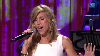 "Sheryl Crow performs ""Walk On By"" 