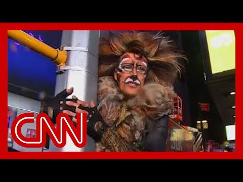 CNN anchor's NYE outfit cracks Anderson Cooper up