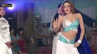 Hot and most romantic mujra by desi girl | Hot girl showing her babes on mujra