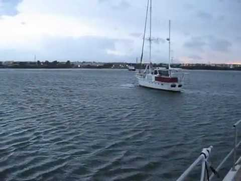 111226 Strong Southerly Wind suddenly blows the yachts around