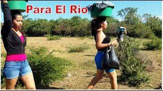 2-Hermosas Chicas Salvadoreñas Nos Muestran Un Hermoso Rio Para Lavar Ropa👙Camino Al Rio A lavar-P2