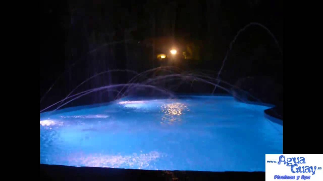 Piscina con focos led de color rgb cascada chorros y for Luces led piscina
