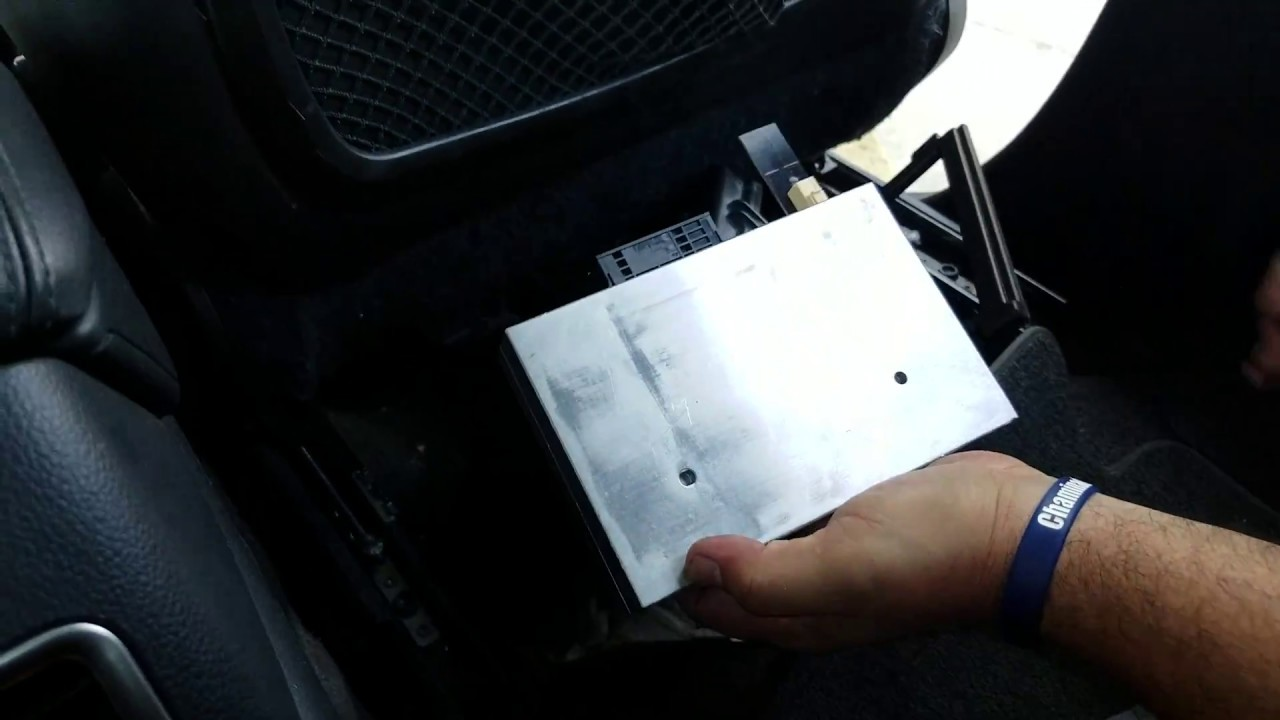 how to remove bluetooth module from audi q7 2007 for repair  [ 1280 x 720 Pixel ]