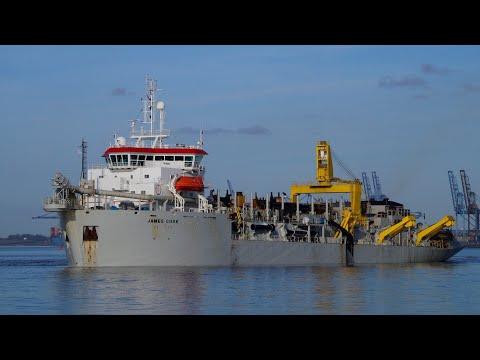 Hopper dredger JAMES COOK working harwich harbour 5/2/20