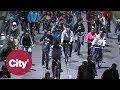 En patineta, a pie y en bicicletas, capitalinos disfrutaron de la ciclovía nocturna | Citytv