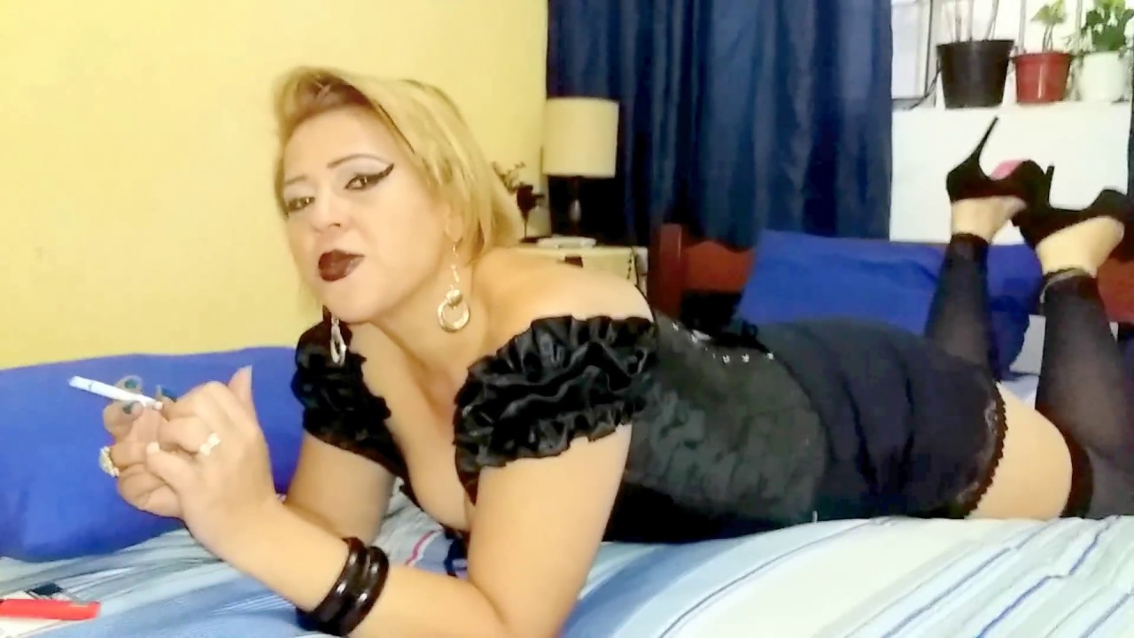 help mary sexy woman high heels smoking - donna sensuale di tacchi