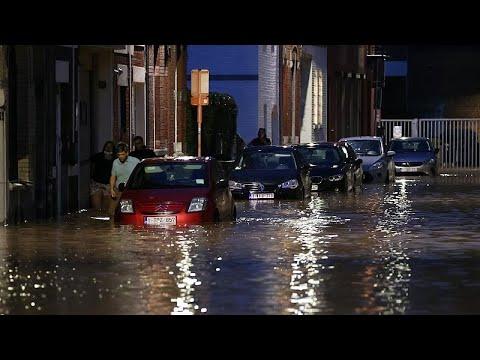 شاهد: سكان مدينة دينانت البلجيكية يُحصون الأضرار التي سببتها السيول العارمة…