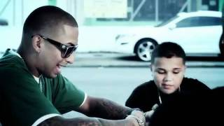 Xavi The Destroyer Ft. J Alvarez Y Nengo Flow_-_Caminando Por La Calle (Official Video)