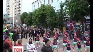 У Хмельницькому пройшов незвичний парад - колона близнят