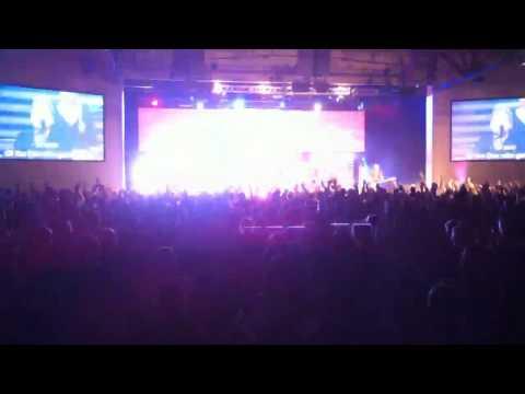 Students worshiping God at NW Youth Conference