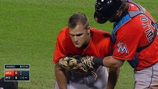 MIA@PIT: Jennings exits game after liner to the head