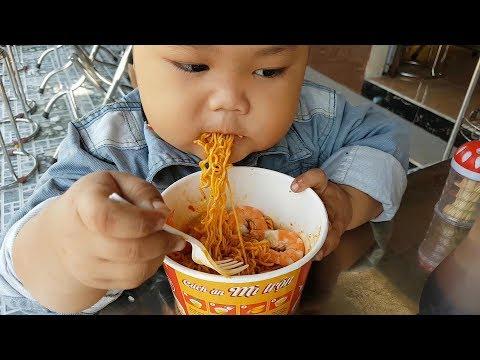 Trò Chơi Bé Ăn Mì Tôm ❤ ChiChi ToysReview TV ❤ Đồ Chơi Trẻ Em Baby Doli Song