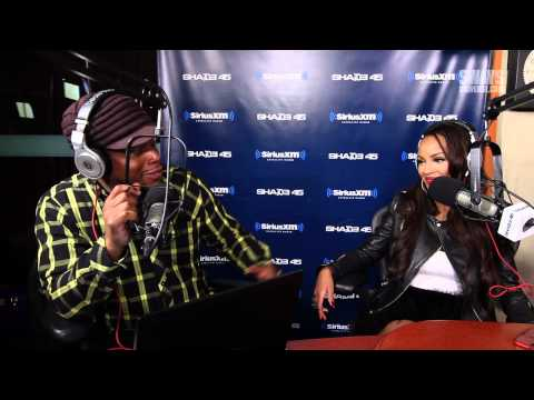 Lola Monroe Freestyles & Weighs in on King Los Teaching her How to Rap