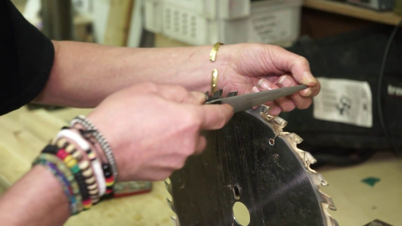 How to sharpen a saw blade in the workshop using a Trend 6