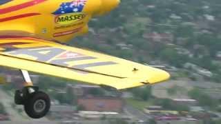 Пилот во время воздушных гонок чуть не разбился о воду