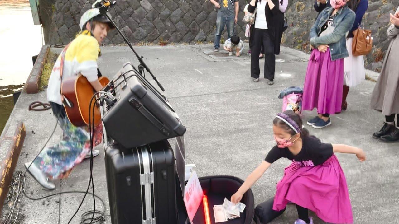 可愛い過ぎる神リアクション!6才女の子が路上ライブでまさかの行動に...【日本一周】#秋田