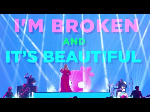 Смотреть клип Kelly Clarkson - Broken & Beautiful