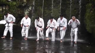 Тренировки по каратэ  в Японии(Так тренируются в Японии., 2013-12-03T19:02:05.000Z)