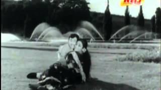 Un Mai Vizhi Anantha Bairavi Paadum Un Dehathil Mohana Ragam