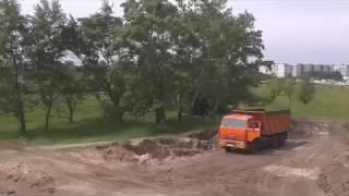 Полигон засыпают мусором , Черкассы май 2016(Посреди Черкасс устраивают свалку, сначала вывезли землю мол надо грунт для фундамента домов, а потом начал..., 2016-05-14T18:37:14.000Z)