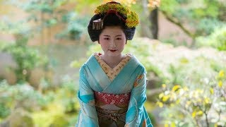 Relaxing background music in Japan. Photo: Beautiful Japanese Geisha.