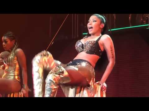 Nicki Minaj-Anaconda [LIVE] 18+