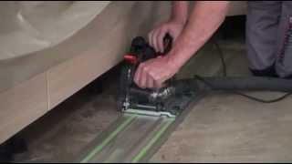 Co udělá vlhkost v podkladu - dřevo roztrhalo nivelaci