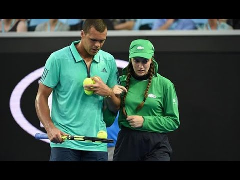 Tsonga comes to aid of injured ballgirl | Australian Open 2016