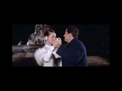 "Elsa Martinelli e Gabriele Ferzetti in ""Donatella"" (1955) di Mario Monicelli"