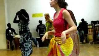 Cours de danses sénégalaises au Centre Momboye.