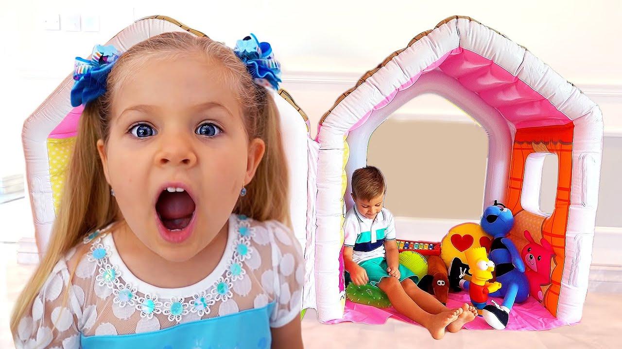 ローマとダイアナ、おもちゃを独り占め!