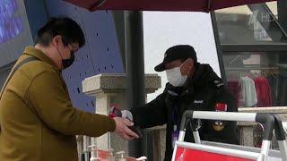 В Китае борются с распространением коронавируса при помощи QR-кодов.