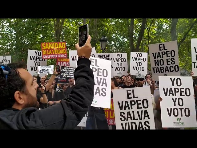 Primera concentración protesta del Vapeo en España.