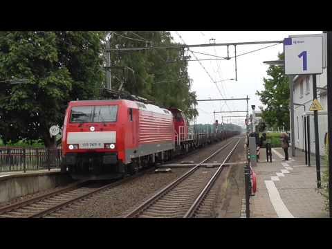 DB 189 069-8 + 6400 met lege wagens door station Holten