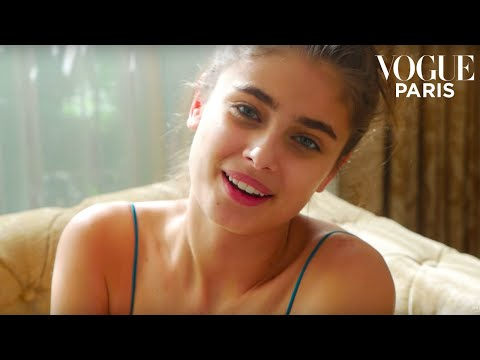 Taylor Hill exercises anywhere, anytime | VOGUE PARIS