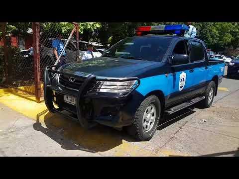 Familiares de policía fallecido en protestas del INSS retiran cuerpo de Medicina Legal