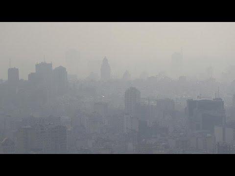 شاهد: التلوث يجتاح مناطق في إيران بينها طهران ويتسبب بإغلاق مدارس وجامعات…  - نشر قبل 8 ساعة