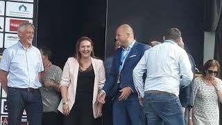 Ministers Rutten en Franken op het podium bij Dwars door Het Hageland 2018.