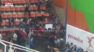 جمهور الأهلى يقتحم الصالة المغطاة خلال افتتاح البطولة الأفريقية للسلة