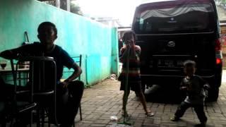 Video Sambalado Trio Kucrit download MP3, 3GP, MP4, WEBM, AVI, FLV Desember 2017