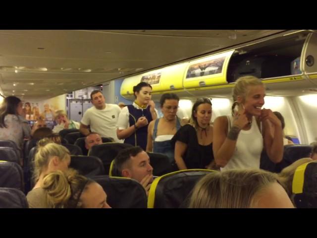 """Un grupo de chicas es expulsado de un avión de Ryanair por comportarse """"como animales"""""""