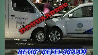 Kecelakaan Mobil JNE Vs Taxi