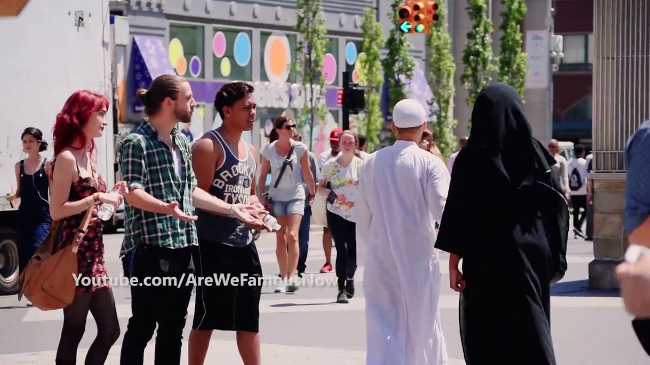 أجبروها على خلع الحجاب في أمريكا لازم تشوف عملو ايه فيها ?