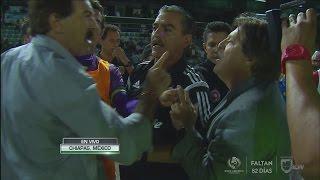 A punto de llegar a los golpes Ricardo La Volpe y Miguel Herrera en el Jaguares vs Tijuana