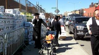 Ujcare Distributing Food For Passover