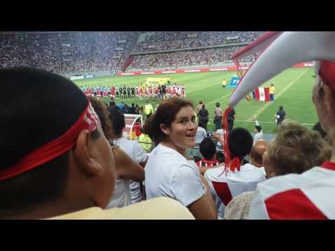 Himno en Estadio Nacional de Lima