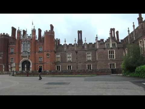 Hampton Court Palace , London