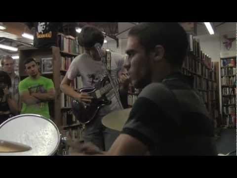 Month Mind @ Mojo Books and Music, Tampa. Record Store Day  04/2010